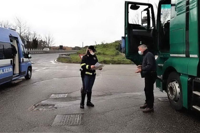 Controlli ai mezzi pesanti sulla 131, raffica di multe nel Nuorese e nel Sassarese