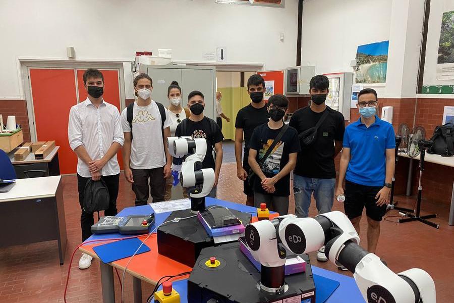 Robot industriali, da Carbonia i primi giovani esperti con patentino