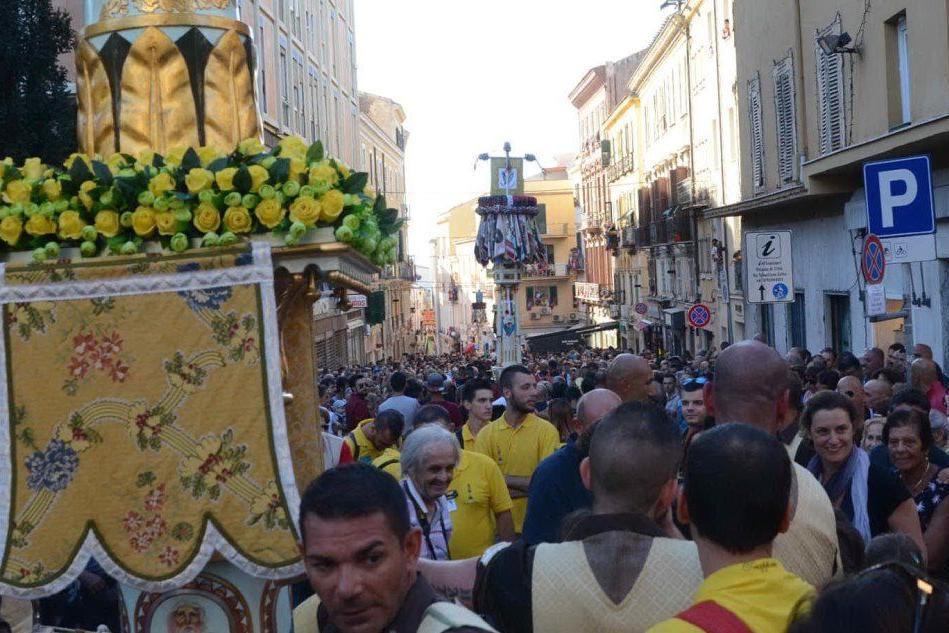 Candelieri, più di centomila persone alla grande festa dei Sassaresi: fischi al sindaco e controlli anti terrorismo