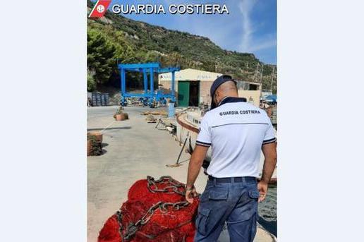 """Scoperto a Bosa un """"rezzariello"""", devastante killer dei coralli –VIDEO"""