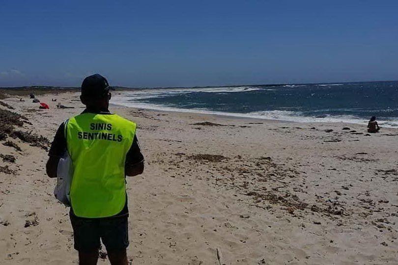Ragazza si sente male in acqua: paura in spiaggia a Cabras
