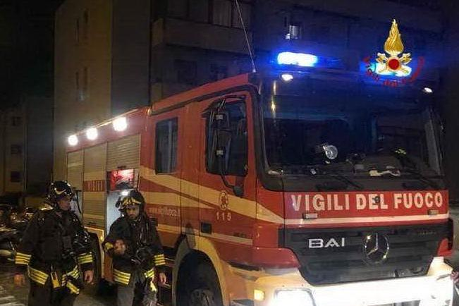 Fiamme in casa, i Vigili del fuoco trovano un corpo carbonizzato