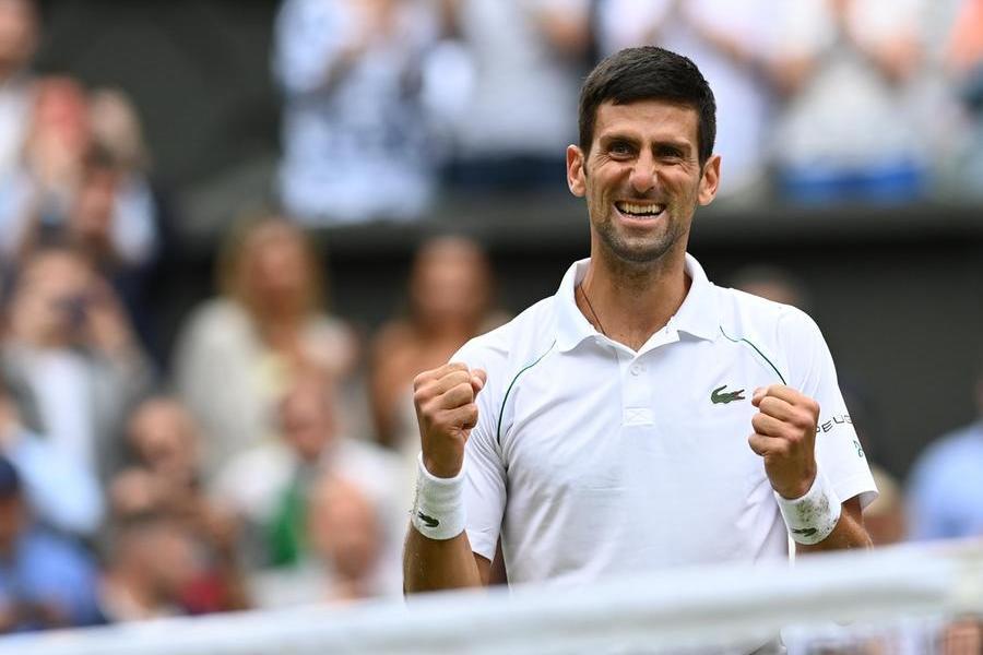 Per il serbo è il ventesimo Slam, raggiunti Federer e Nadal