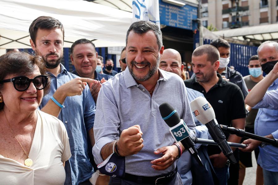 """Salvini controLamorgese: """"Si dia una mossa e fermi gli sbarchi.È un ministro assente"""""""
