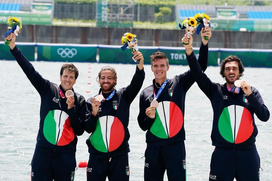 """Tokyo, bronzo per l'Italia nel canottaggio. Rosetti dà forfait: """"Positivo al Covid"""""""