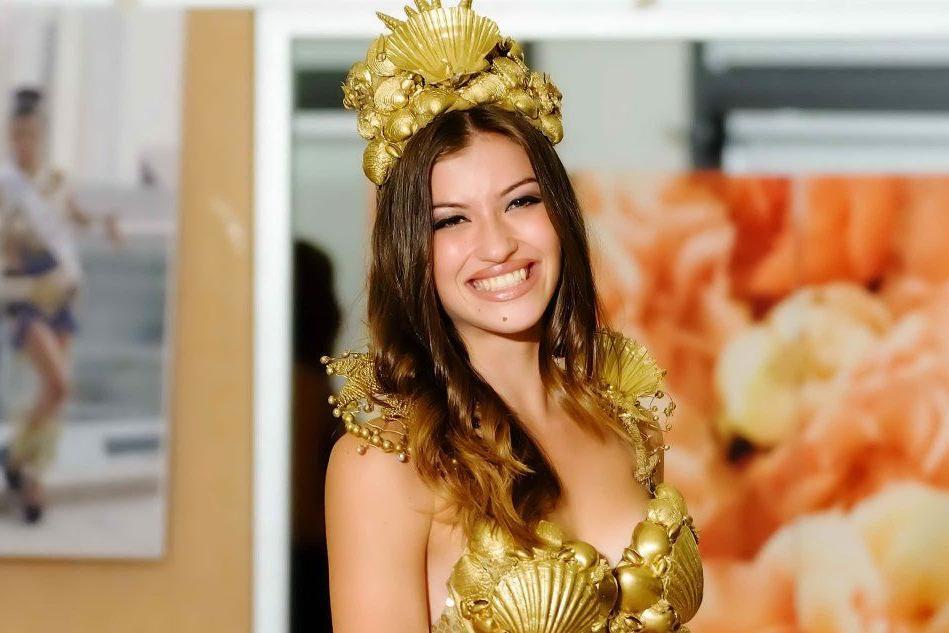 Gira spot con la pornostar Malena, miss sarda insultata sul web