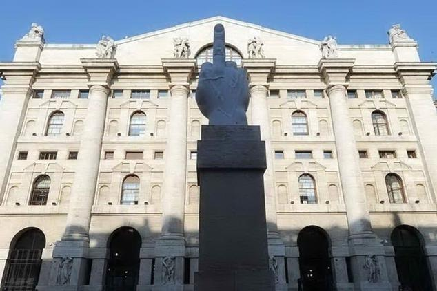 Piazza Affari, Milano chiude col segno meno