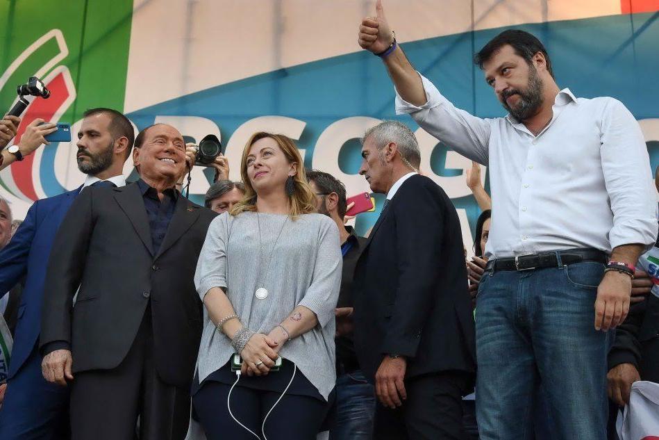 """Il centrodestra scende in piazza , Solinas: """"La maggioranza è qui"""""""