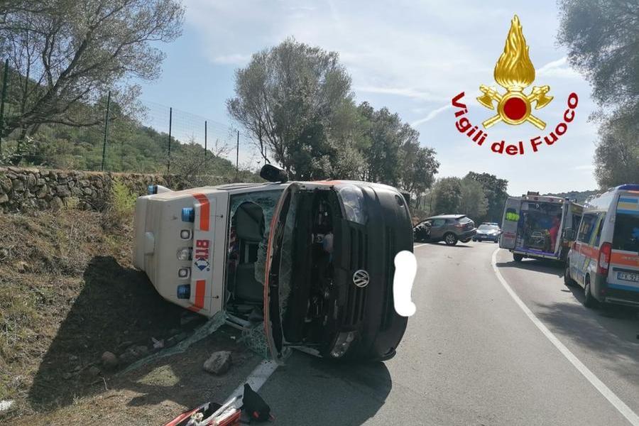 Scontro tra suv e ambulanza, quattro i feriti
