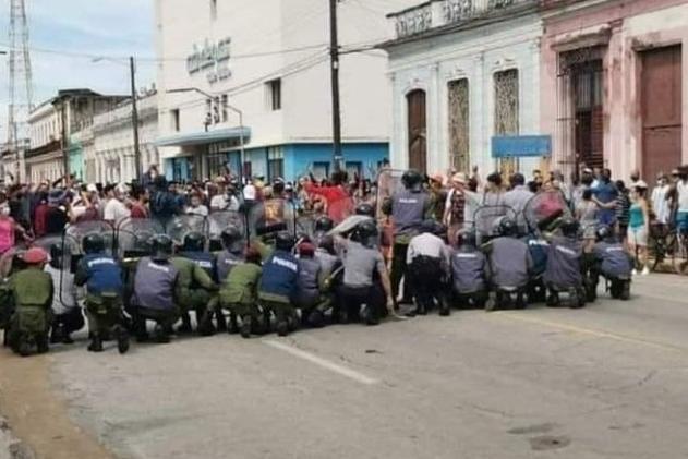 Scontri con la polizia (foto Tellini)