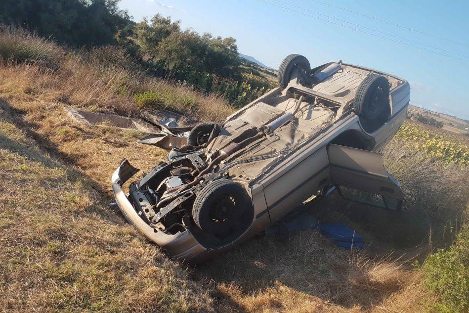 Fuori strada con l'auto: una vittima a Sardara
