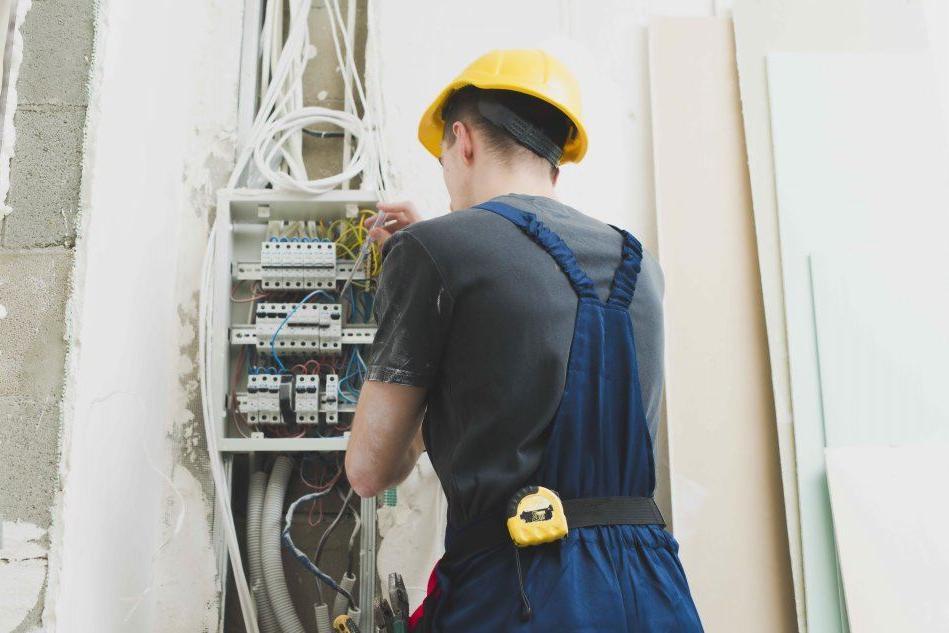 Azienda di Sassari seleziona 4 elettricisti