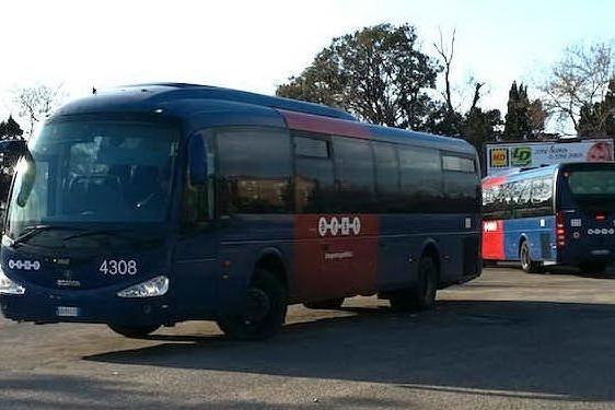 Oristano, bus dell'Arst tampona un'auto. Ferito un pensionato