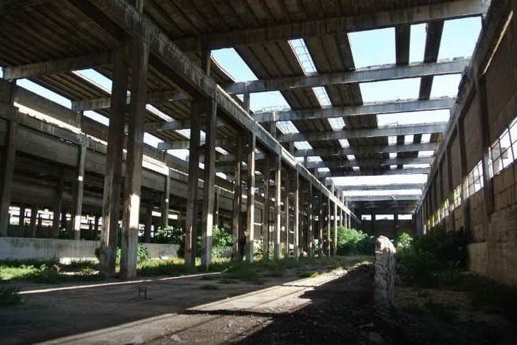 """Porto Torres, il """"cimitero industriale"""" è una polveriera d'amianto"""