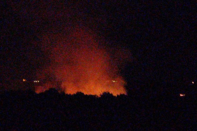Carbonia, incendio nella vecchia stazione: lotta alle fiamme