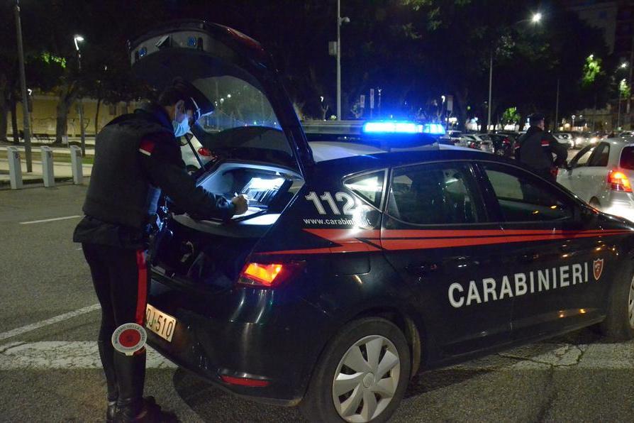 Cagliari, furto al negozio di vestiti: nei guai due 18enni