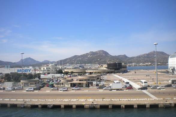 Il porto di Olbia (Ansa)