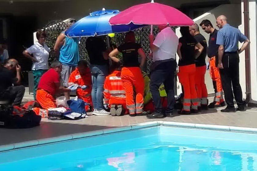 Orosei, il bimbo annegato in piscina: in due a processo per omicidio colposo
