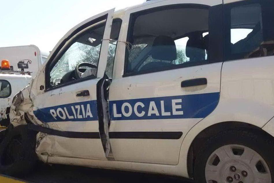 Schianto sulla Provinciale per Montevecchio, due agenti feriti