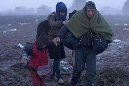 """""""Vietato visitare i campi profughi"""", eurodeputati Pd fermati in Croazia"""