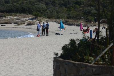 Malore mentre fa il bagno, muore un uomo sulla spiaggia di Pittulongu