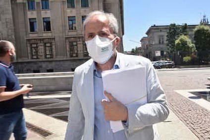 """AstraZeneca, Crisanti: """"I trombi? Più probabili a causa del Covid, non del vaccino"""""""