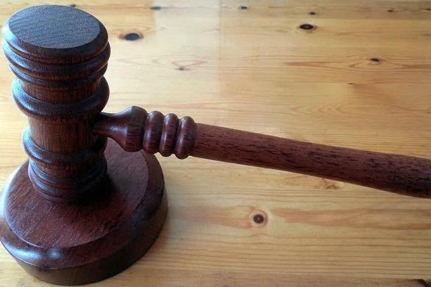 """Violenza sessuale sulla moglie, ma i giudici riducono la pena: """"Era esasperato dai tradimenti di lei"""""""