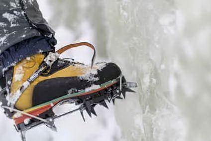 Precipita per 100 metri dalla cascata di ghiaccio, muore un iceclimber