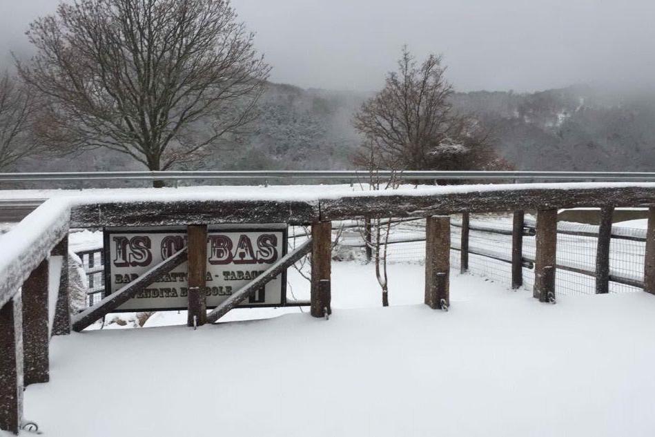 Prima neve dell'anno a Desulo, imbiancato il Gennargentu