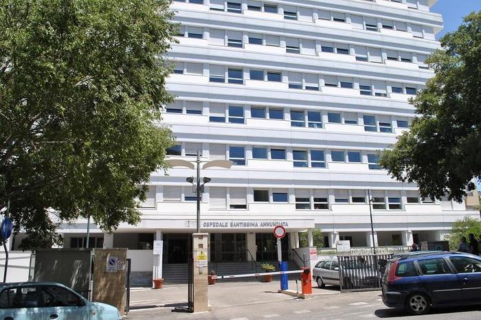Covid: reparti dell'Aou Sassari sovraffollati, pazienti sullebarelle