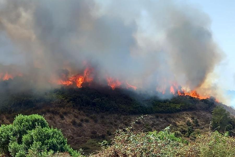Incendio a Perdasdefogu, due elicotteri in azione