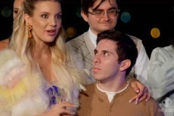 La coppia vincitrice (frame da video Mediaset)