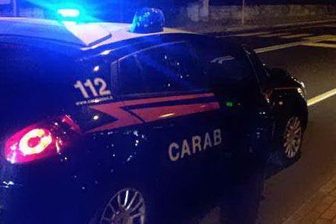"""Migrante travolto con l'auto e poi pestato """"perché nero"""": 4 arresti"""