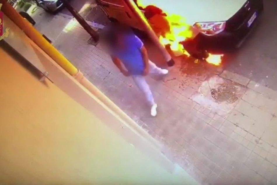 Iglesias, l'incendiario in azione