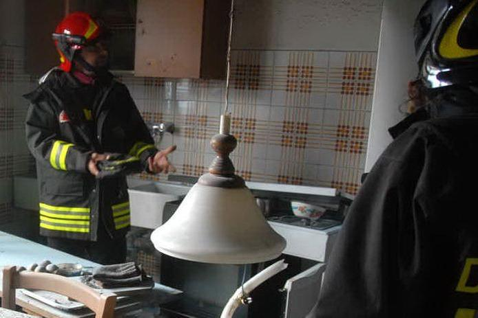Nonna e nipotina rischiano di morire in un incendio causato da una fuga di gas