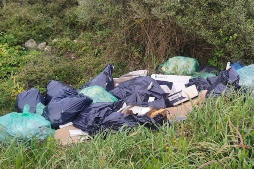 Bomba ecologica a Porto Torres: amianto e rifiuti pericolosi