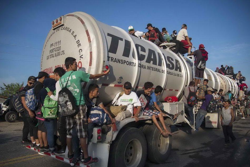 Più di 5mila soldati al confine con il Messico per fermare i migranti