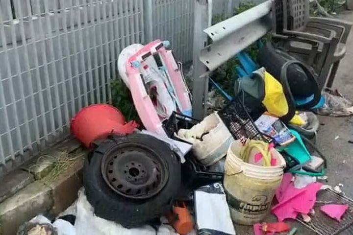 """Sassari, una discarica nei pressi del centro commerciale """"La Piazzetta"""""""