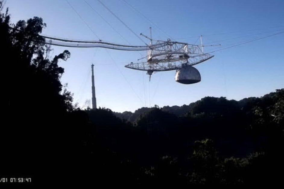Il cedimento strutturale del grande radiotelescopio di Arecibo