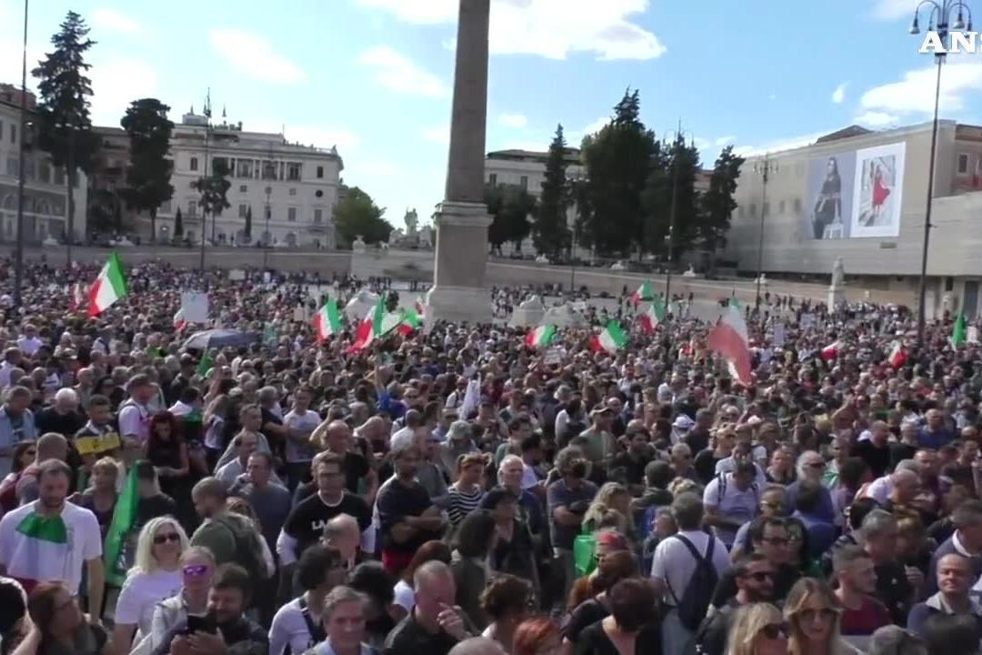 """Castellino (Forza Nuova) arringa la piazza: """"Oggi ci prendiamo Roma"""""""