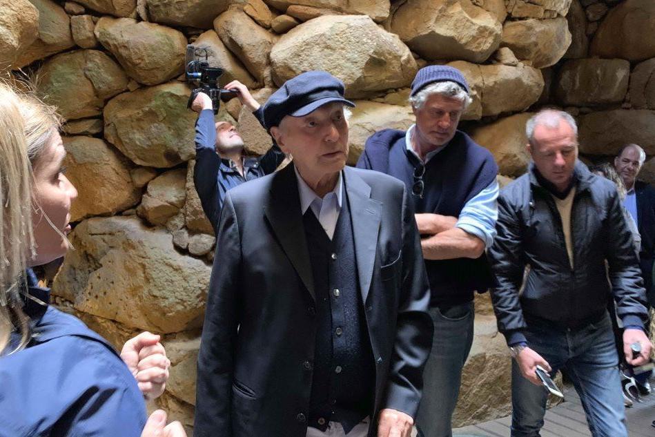 Piero Angela in Sardegna: a 90 anni vede il suo primo nuraghe dal vivo