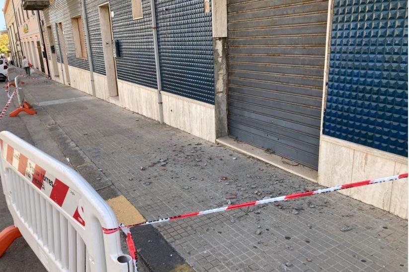Porto Torres, calcinacci da una palazzina: pericolo per pedoni e auto