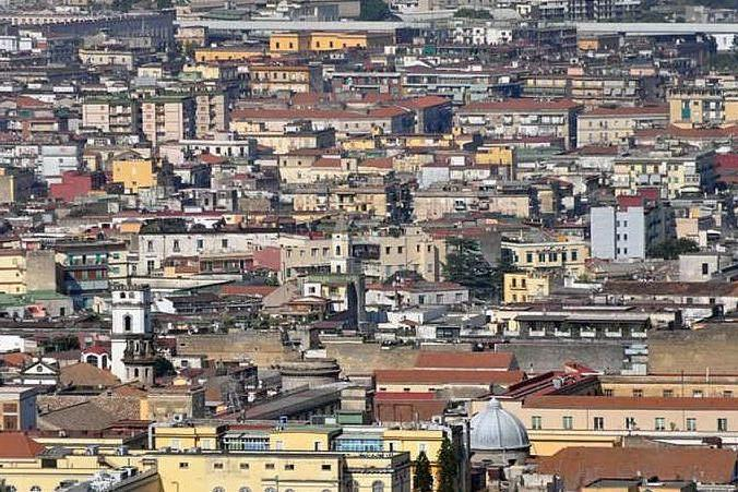 Orrore a Napoli: un morto e un ferito a colpi d'arma da fuoco