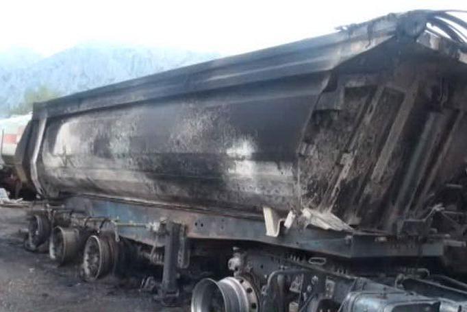 Attentato incendiario in un'azienda di Siniscola, in fiamme tir e auto