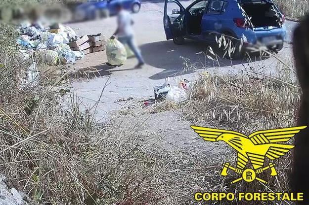 Abbandono dei rifiuti a Nuoro, 24 le sanzioni