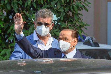 Silvio Berlusconi all'uscita del San Raffaele in uno scatto del settembre scorso (foto Ansa)