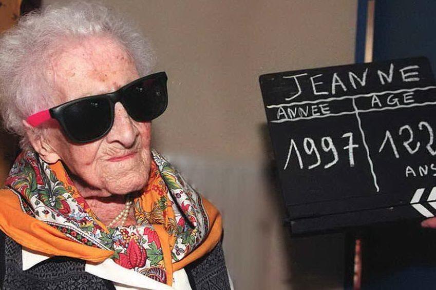 La foto del 122esimo compleanno di Jeanne Calment (Ansa)