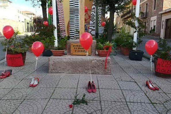 Barigadu e Guilcer, scarpe rosse e corbezzoli contro la violenza sulle donne