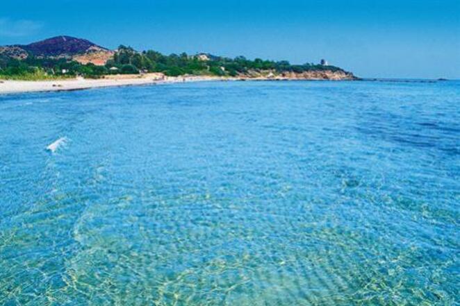 Spiaggia di Sarrala, ciottoli e natura selvaggia