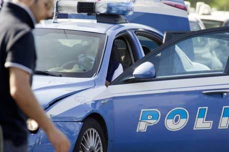 Assalto al portavalori, due auto in fiamme in autostrada: il colpo fallisce grazie all'autista del tir